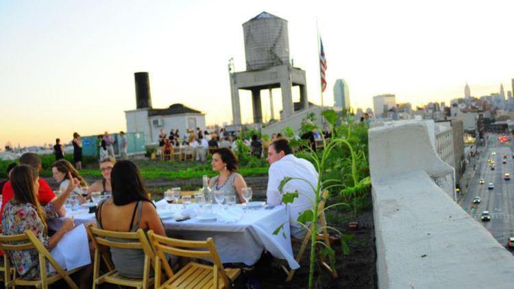 Potager et soirée improvisés sur les toits de New York