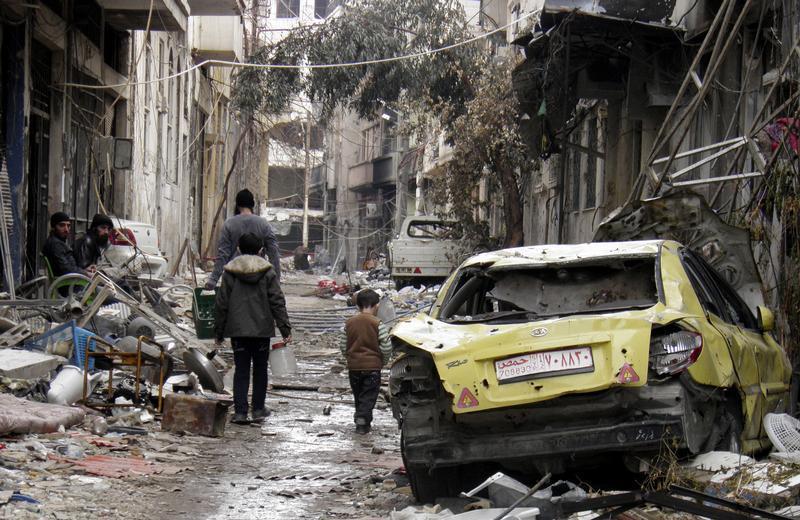 Scène de rue dans la région assiégée de Homs , le 13 Janvier 2014. @REUTERS Thaer Al Khalidiya