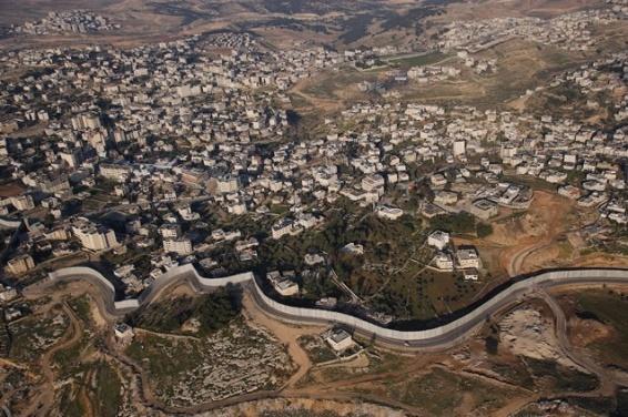 Le mur (de Gaza) vue du ciel - Cisjordanie © Yann Arthus Bertrand hOme
