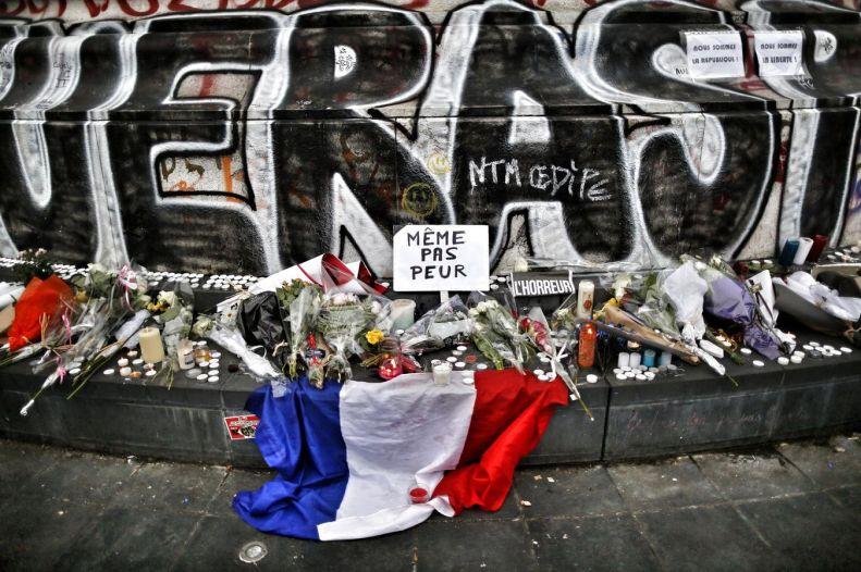 826562-attentats-de-paris-place-de-la-republique