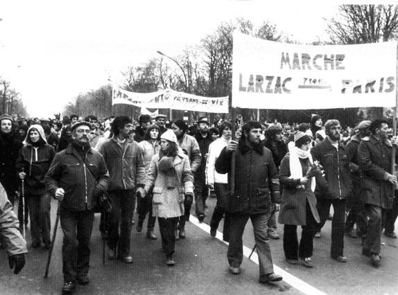 Symbole de la désobéissance civile non violente. Une des grandes marches pour le Larzac. 11 ans de lutte pacifiste.