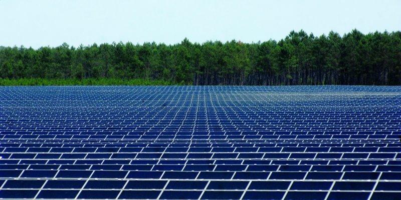 Centrale photovoltaïque de Losse dans les Landes (la plus grande d'Europe?)