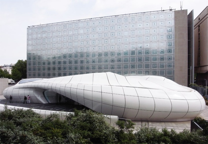 Le Pavillon Chanel de Zaha Hadid au pied de l'Institut du Monde Arabe